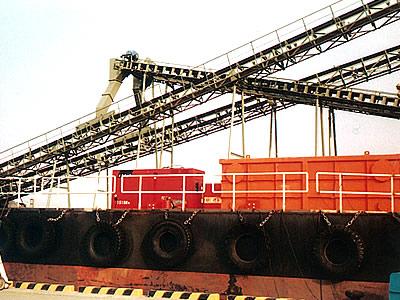 港湾における大型設備に使用されるコンベヤシステムにも多くの実績があります